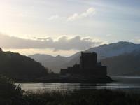 eilean_donan_castle_in_the_morning_2
